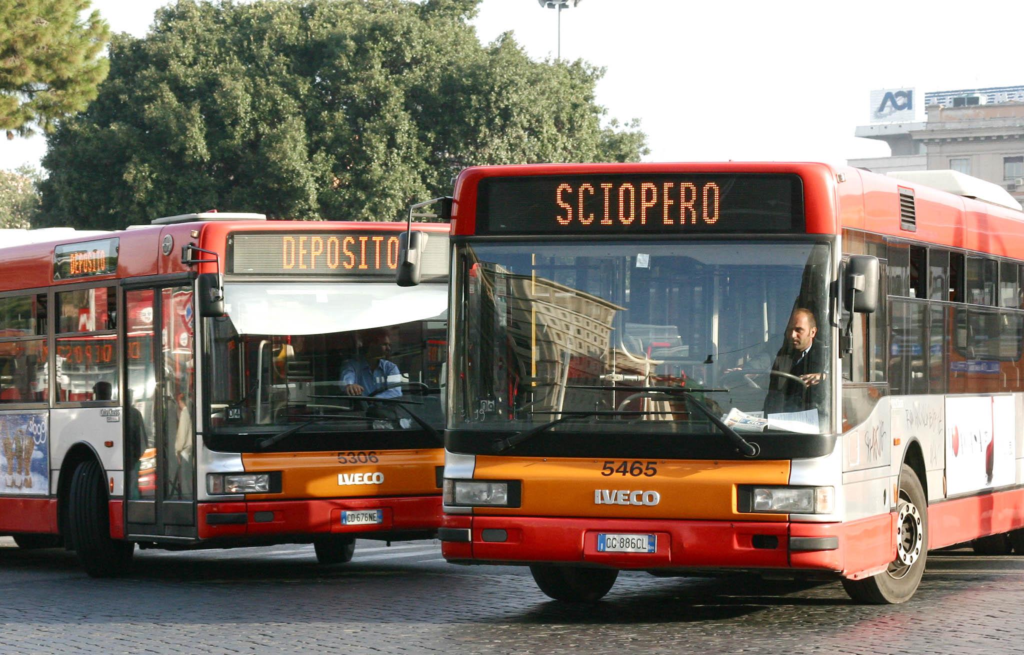 Trasporto pubblico, Roma ultima in Europa. Scioperi, ritardi ed evasione. I dati del disastro Atac nello studio della FLE