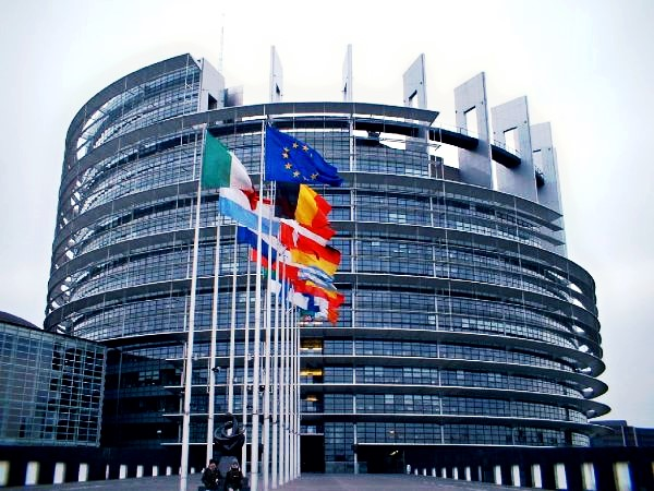 Gli inutili documenti prescritti da Bruxelles