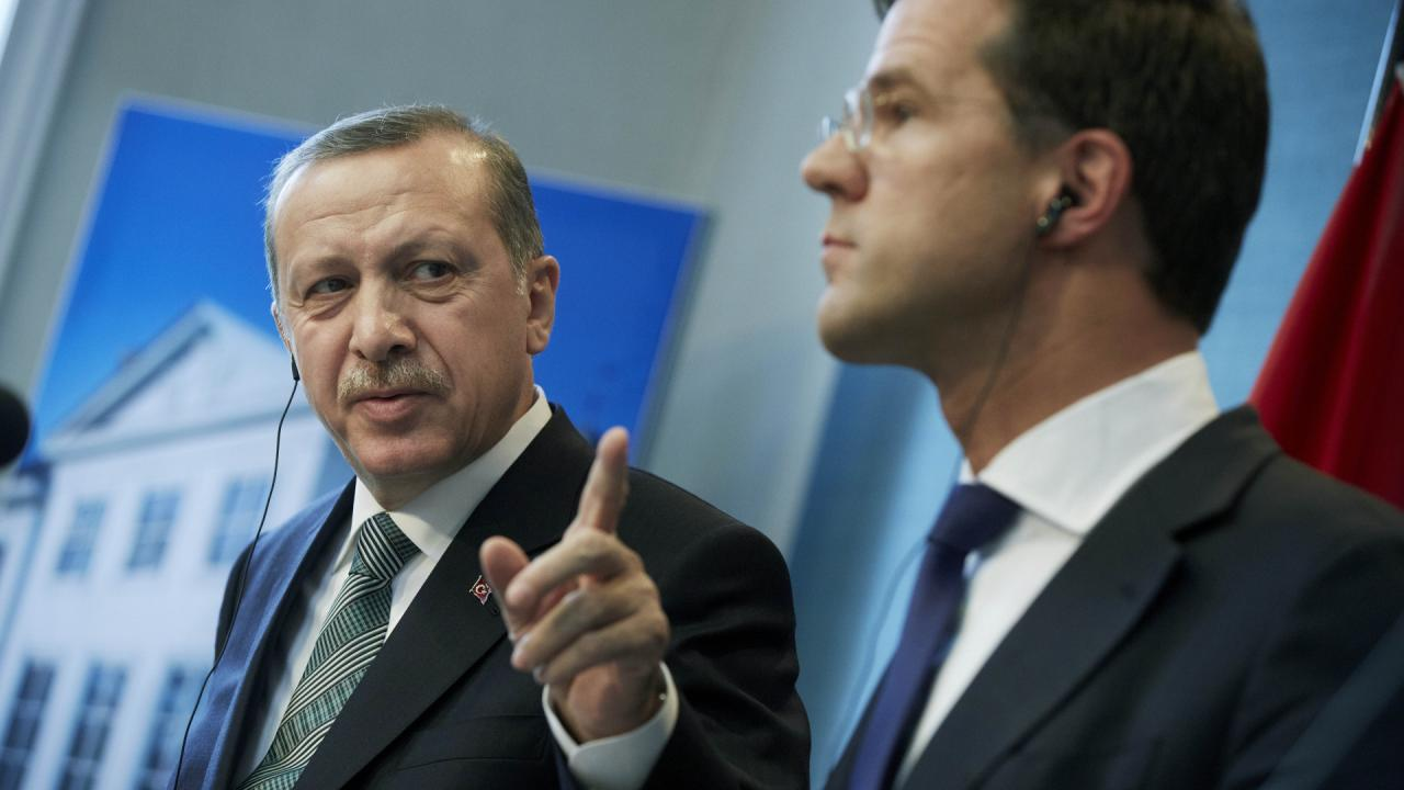 Ma nell'Europa invasa da tutti fermiamo solo i ministri turchi